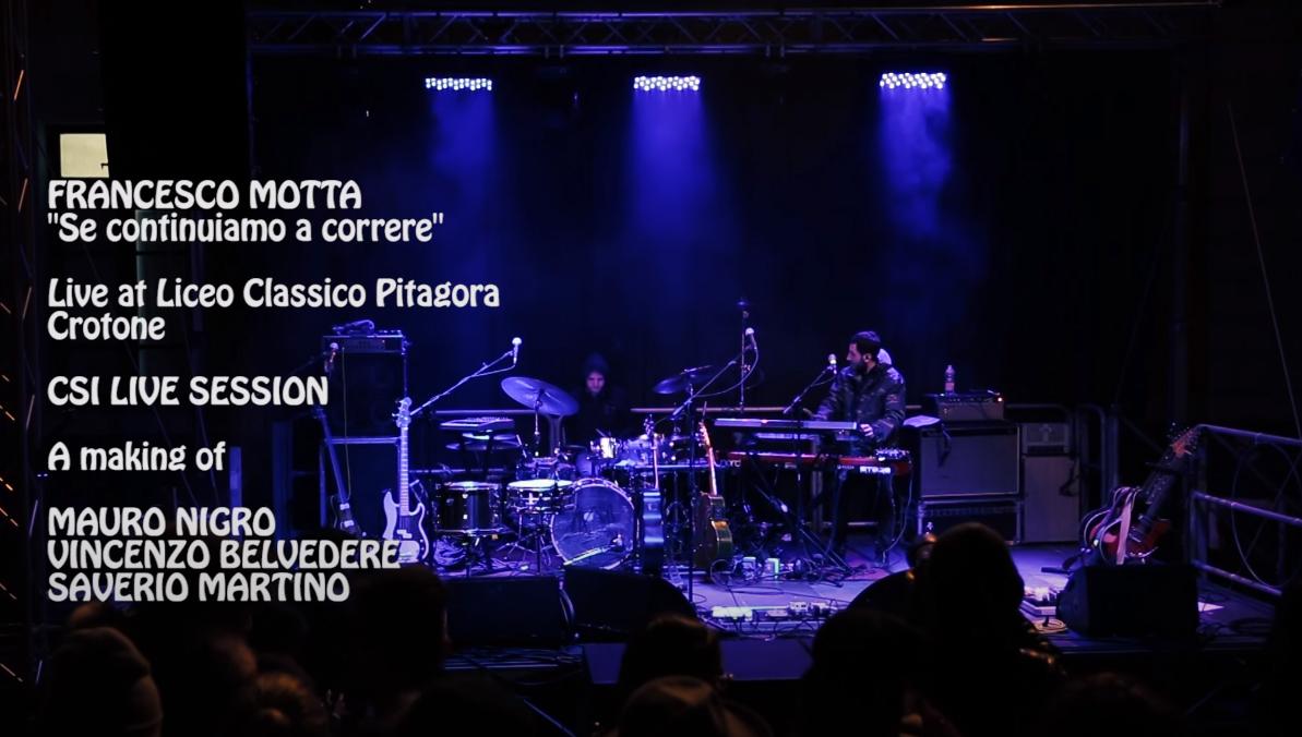 """Motta """"Del tempo che passa la felicità"""" live at Liceo Classico Pitagora"""